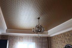 Фактурный натяжной потолок в гостиной-велюр LW